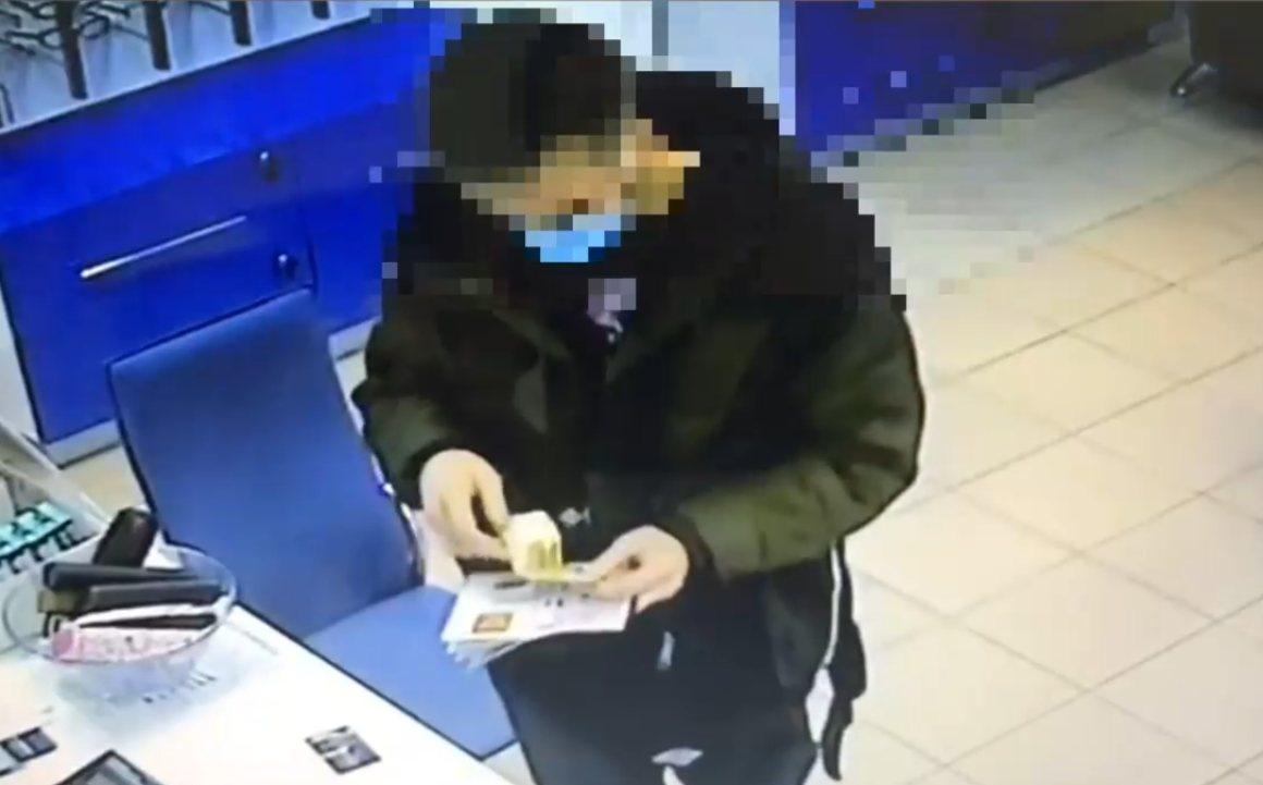 Нижегородец расплачивался фальшивыми деньгами за доставку еды и оптику - фото 1