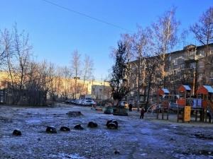 «Похоронная» елка появилась в одном из дворов Канавинского района