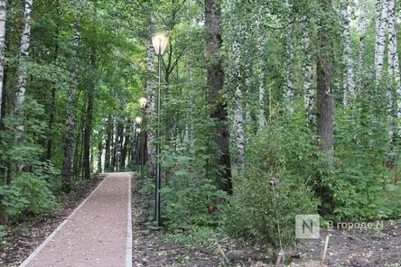 Подрядчик перекладывает плитку в нижегородском парке «Швейцария» за свой счет