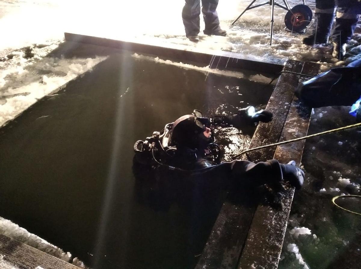 Тело мужчины нашли водолазы в Оке под Выксой - фото 1