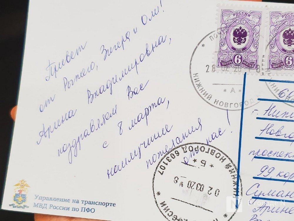Полицейский-корги из Нижнего Новгорода шлет поздравительные открытки россиянкам - фото 2