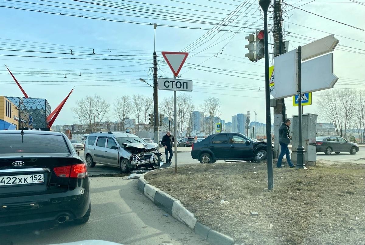 Двое детей и двое взрослых пострадали в аварии на Мещерском бульваре - фото 1