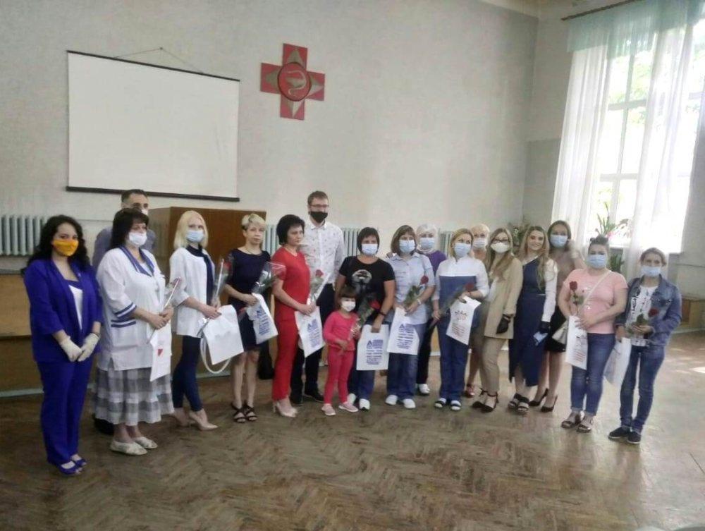 Сто сертификатов на бесплатное посещение салонов красоты получили кстовские врачи - фото 1
