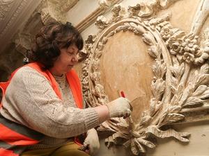 Исторические конструкции декора обнаружили реставраторы в доме Варвары Бурмистровой