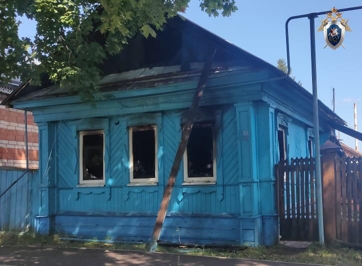 СК проводит проверку по факту гибели мужчины в сгоревшем доме в Воротынце - фото 1