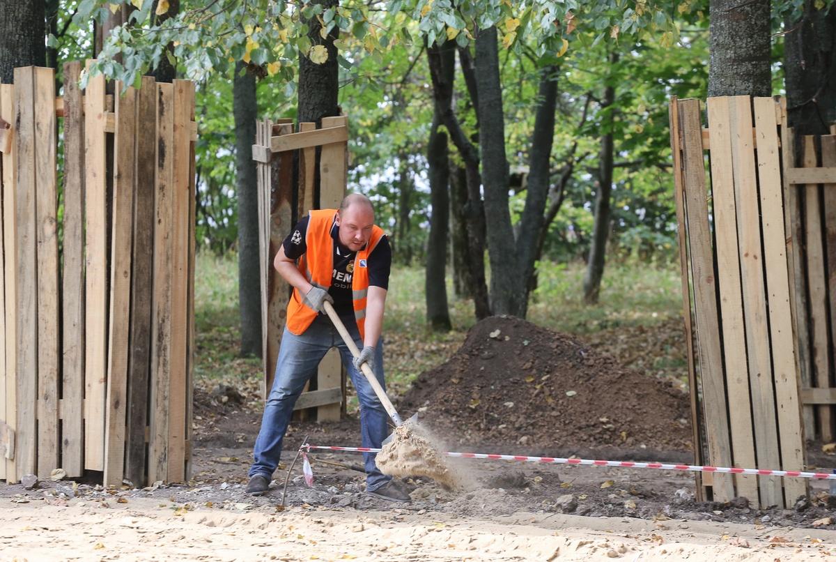 Демонтаж конструкций в парке «Швейцария» завершен на 80% - фото 1