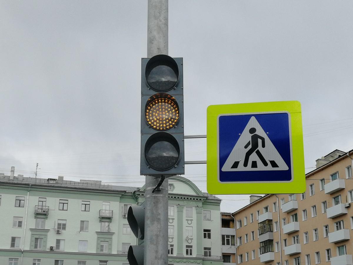 Новый светофор установили на площади Горького - фото 1