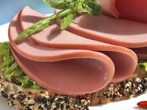 Курица вместо говядины и антибиотики: в Роскачестве рассказали, из чего делают докторскую колбасу