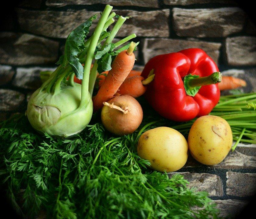 Как выбрать правильные ингредиенты для окрошки: советы от Роскачества - фото 1