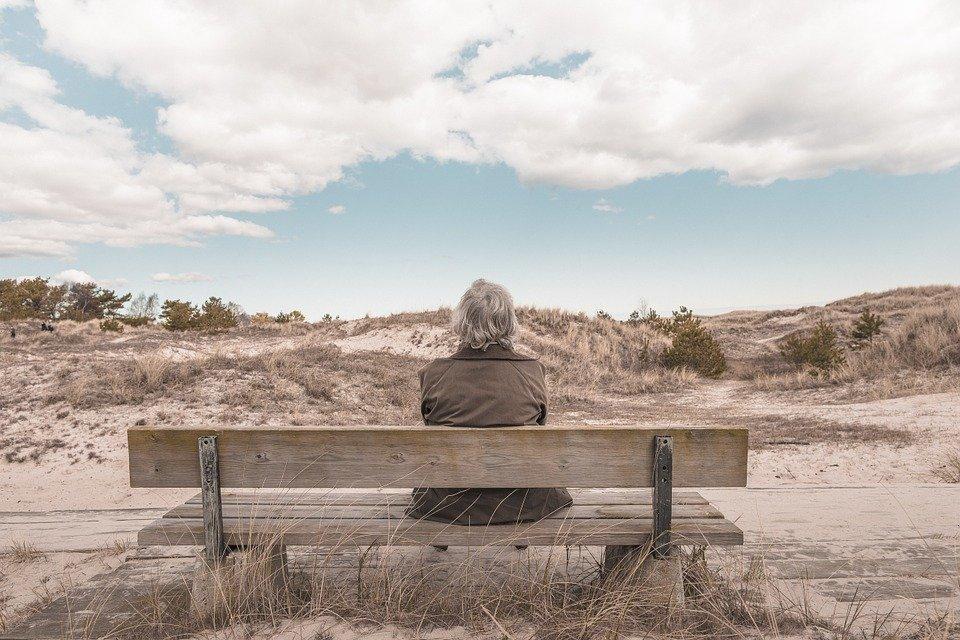 3 причины, по которым пожилым людям не спится по утрам - фото 1