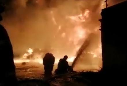Появилось видео тушения пожара в Кудьминской промзоне в Богородском районе