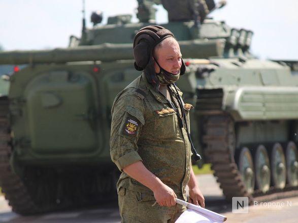 Танкисты в масках: первая репетиция парада Победы прошла в Нижнем Новгороде - фото 47