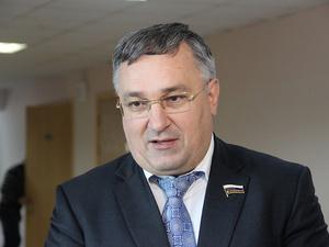 Депутат Суханов пожелал нижегородским десантникам «успехов и мирного неба над головой»