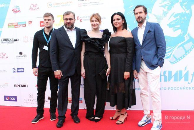 Маски на красной дорожке: звезды кино приехали на «Горький fest» в Нижний Новгород - фото 102
