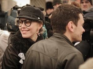 Ксения Собчак встретилась с жителями аварийного дома на улице Ломаносова