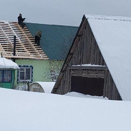 Активисты ОНФ помогают восстановить дом погорельцев в Краснобаковском районе - фото 1