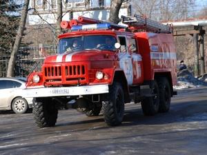 Крупный пожар уничтожил надворную постройку в Ваче