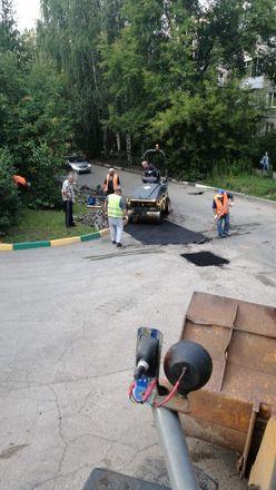 Дорогу на улице Ошарской отремонтировали по просьбам жителей - фото 2