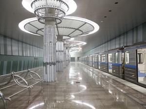 Тестовый поезд прибыл на станцию метро «Стрелка»