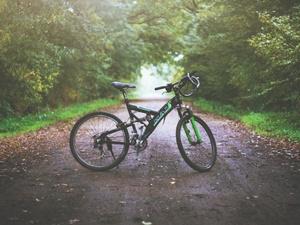 Десятилетний велосипедист пострадал под колесами иномарки в Советском районе