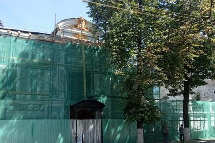 Реставрация фасада Литературного музея близка к завершению