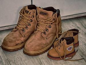 Росстат подсчитал, сколько россиян не могут позволить себе новую обувь